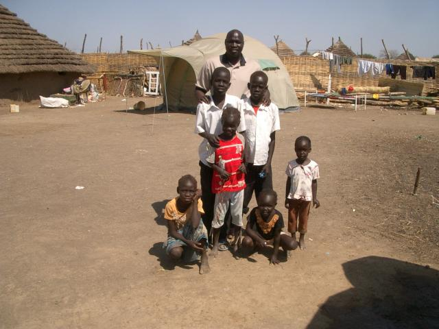 Deng_Leng_with_Returnee_children.JPG